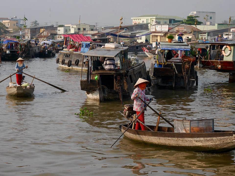 Marché flottant célèbre vietnam