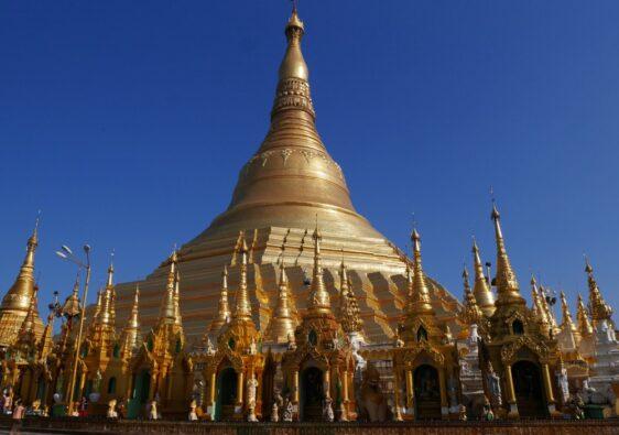 La Paya Schwedagon entièrement dorée sous un ciel bleu