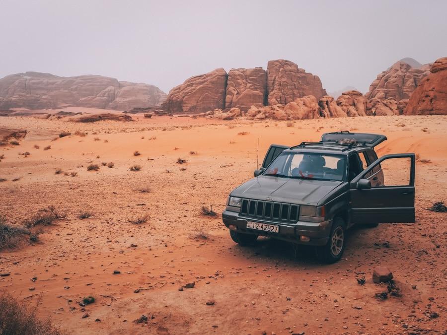 Jeep 4x4 dans le wadi Rum