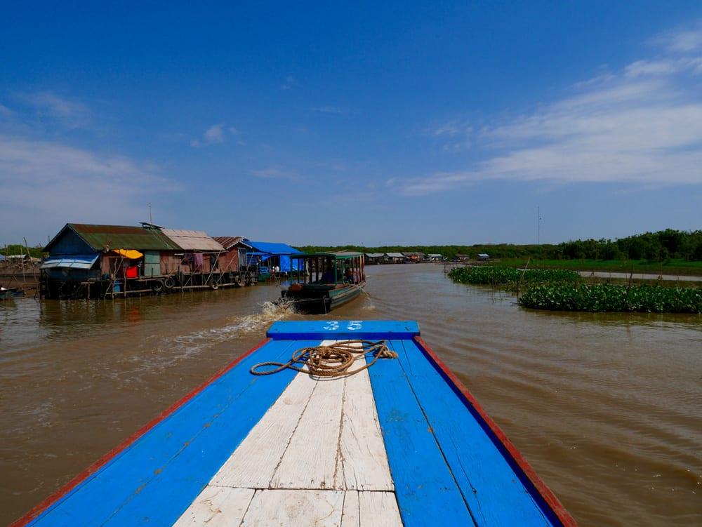 Bateau sur le lac Tonle Sap au Cambodge