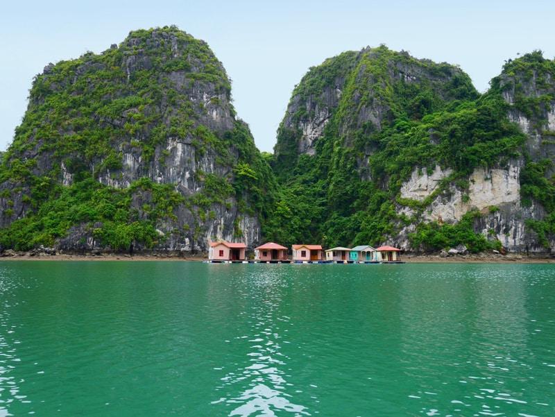 Village flottant de la baie d'Halong au Vietnam