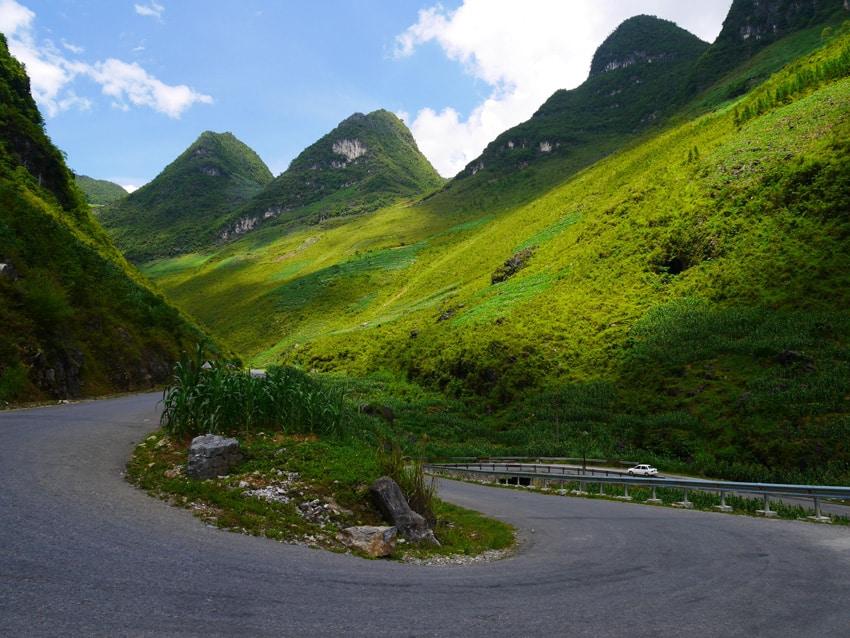 Route dans les montagnes à Ha Giang au Vietnam