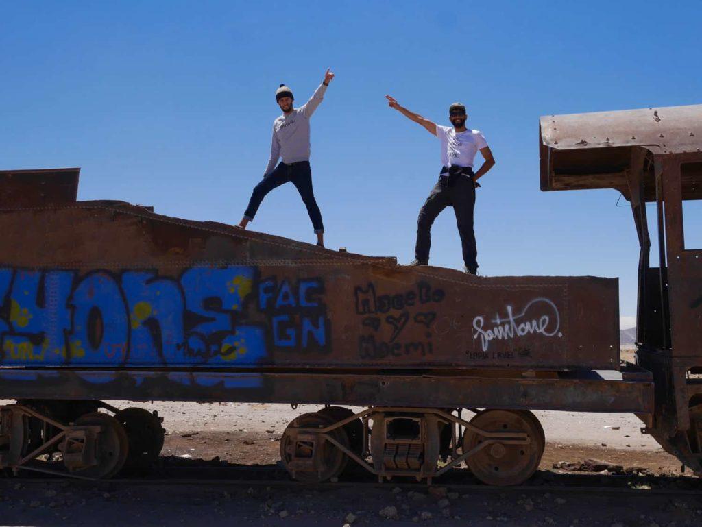 Cimetière des trains dans le Salar d'Uyuni en Bolivie