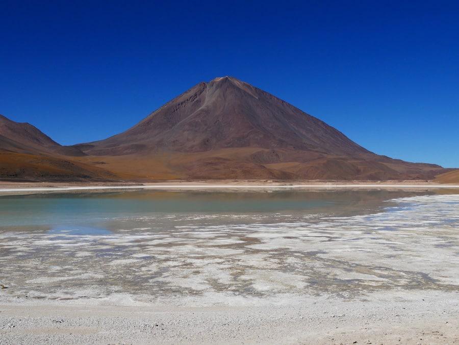 La laguna verde et le volcan Licancabur en Bolivie