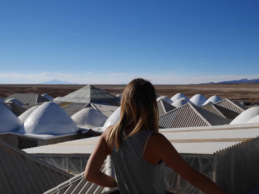 Vue depuis le Palacio de Sal sur le désert d'Uyuni en Bolivie
