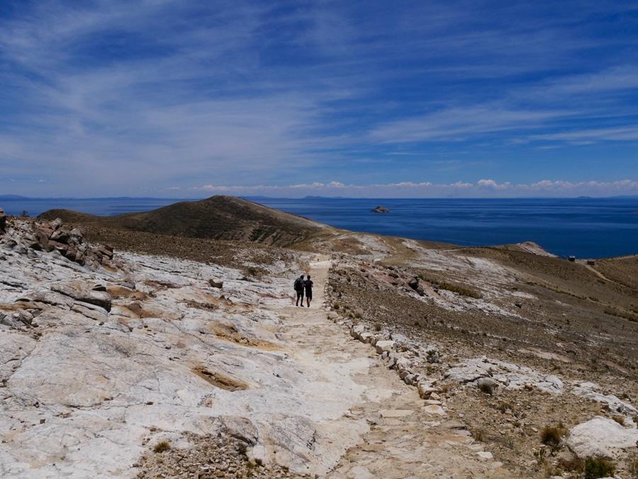 Sentier du sud au nord d'Isla del Sol en Bolivie