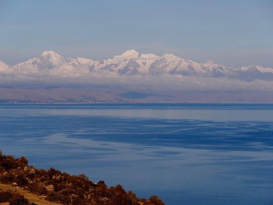 Les andes enneigées en Bolivie