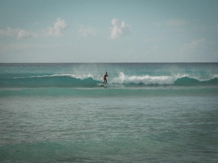 Surfer au Moule en Guadeloupe